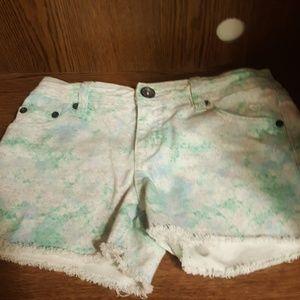 Shorts teal-ish & white